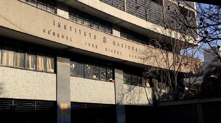 Muni de Santiago cierra el año escolar al Nacional y al INBA: Este lunes el resto de colegios retornan a clases