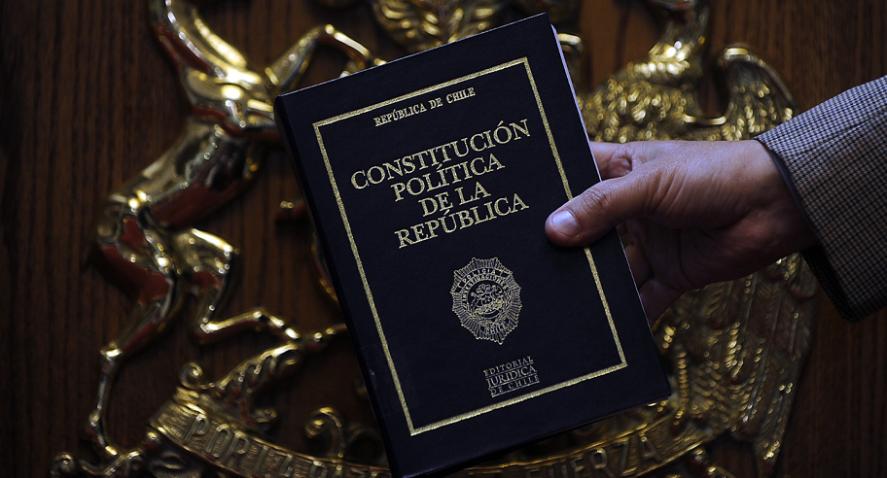 Encuesta Cadem: Un 78% de los chilenos quiere una nueva Constitución