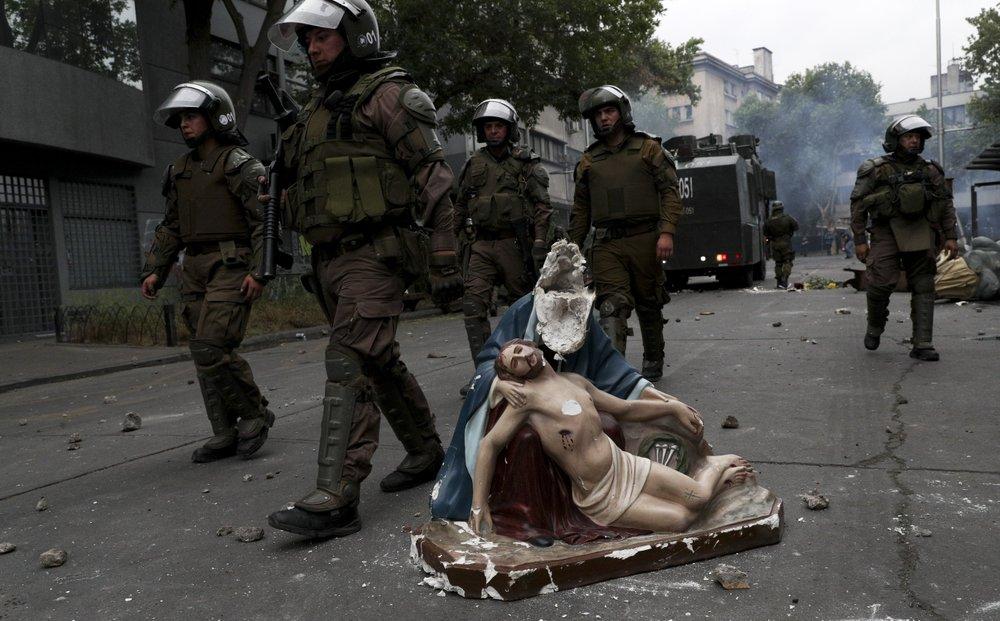 Impacto mundial por violenta jornada de protestas en Santiago esta tarde-noche