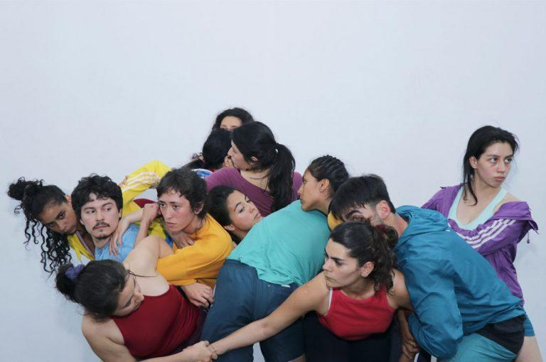 Jóvenes bailarines estrenan obra que aborda la experiencia colectiva desde lo coreográfico