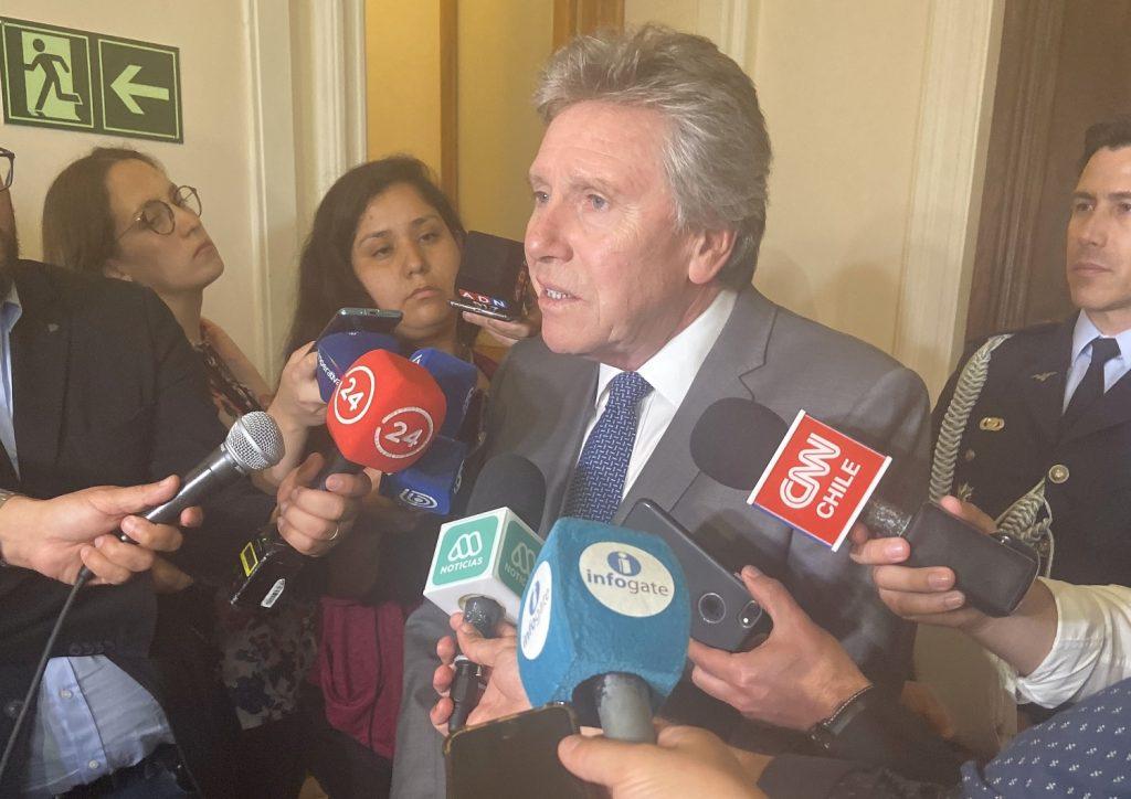Con fuerte interpelación del senador De Urresti a ministro de Defensa se vio proyecto de FF.AA. en Comisión de Constitución