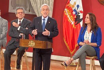 """Presidente Piñera dice que se están haciendo """"todos los esfuerzos humanamente posibles"""" en búsqueda del avión FACh"""