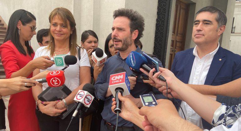 Piñera pide a partidos oficialistas avanzar en negociaciones con oposición respetando el acuerdo constitucional del 15N