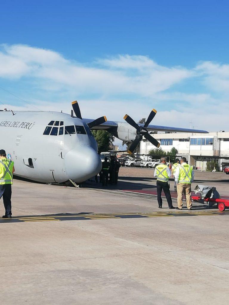 Avión Hércules peruano con 42 ocupantes se accidenta antes de despegar en Santiago