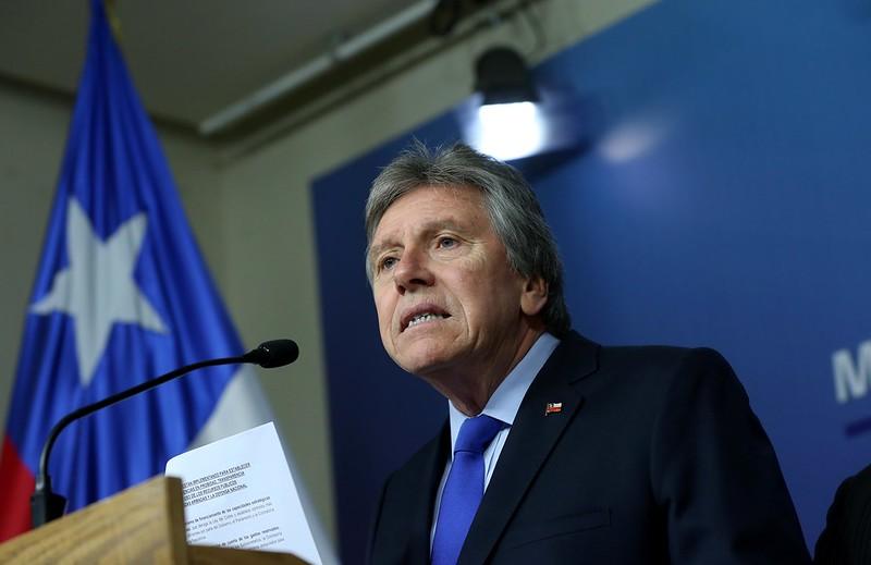 Ministro Espina apunta a grupos extranjeros como responsables de la violencia en Chile