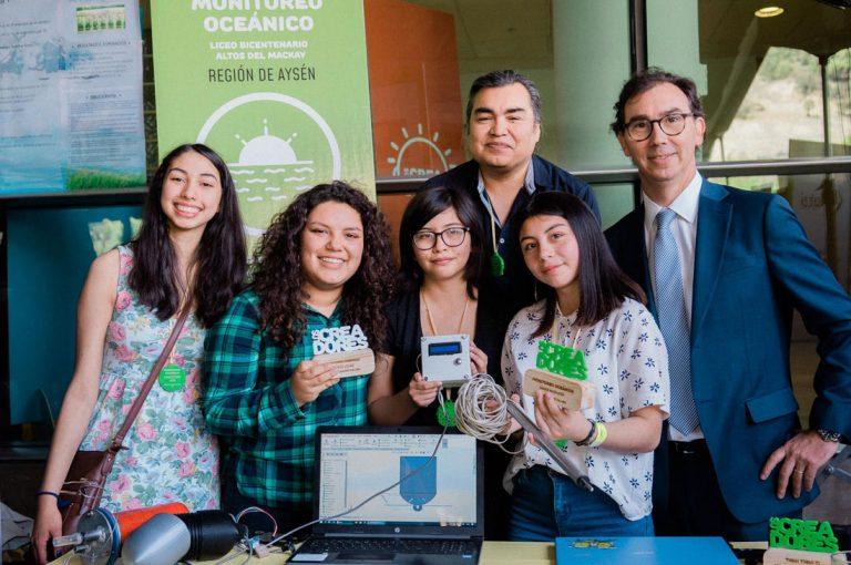 Alumnas de Aysén crean sonda de monitoreo océanico de bajo costo que llevarán al MIT