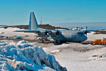 """FACh da por """"SINIESTRADA"""" nave C-130 perdida con 38 personas que iba rumbo a la Antártica"""