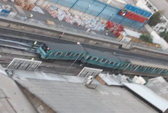 Descarrilamiento de tren de Metro provoca suspensión en gran parte de Línea 5