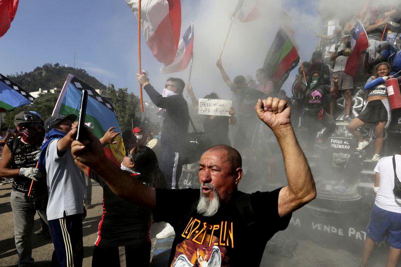 Con ojo de EEUU: Otro viernes de protestas en la capital de Chile