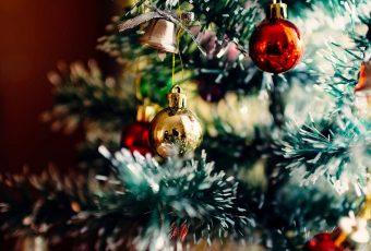 Consejos decorativos para armar el árbol de Navidad en tu departamento