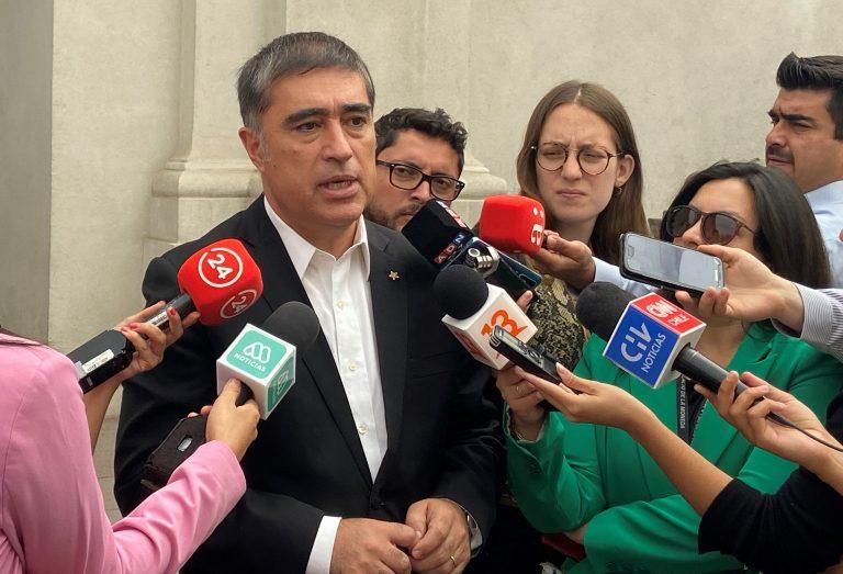 """Presidente de RN descarta presiones del Gobierno para plebiscito, pero está alerta con las """"palabras"""" de algunos ministros"""