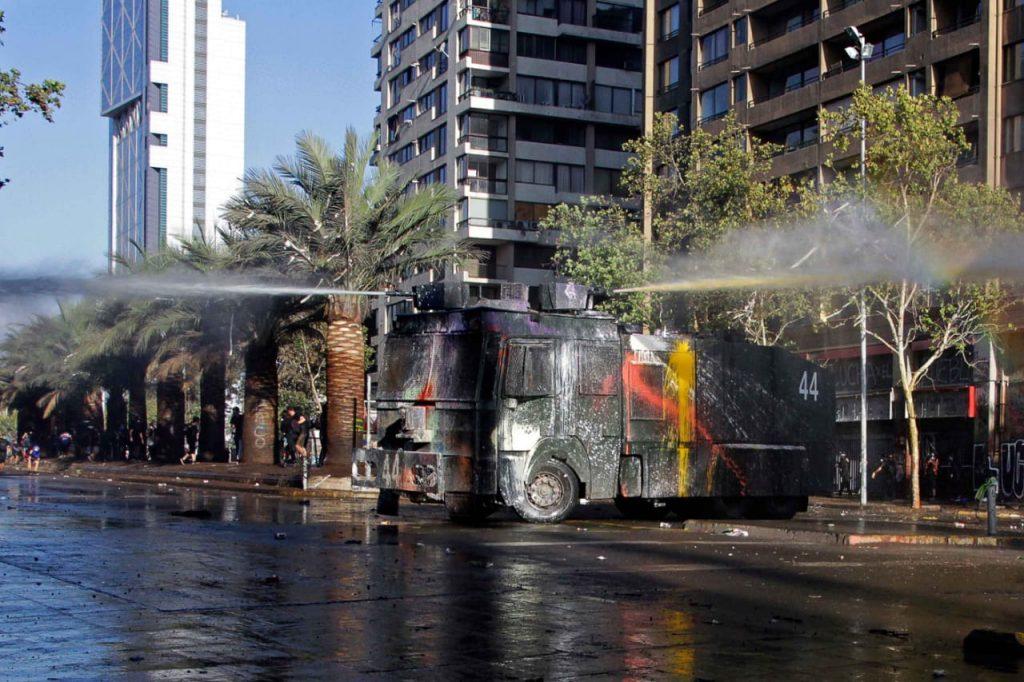 Carabineros investigará agua amarilla del guanaco 44 tras manifestaciones en Plaza Baquedano