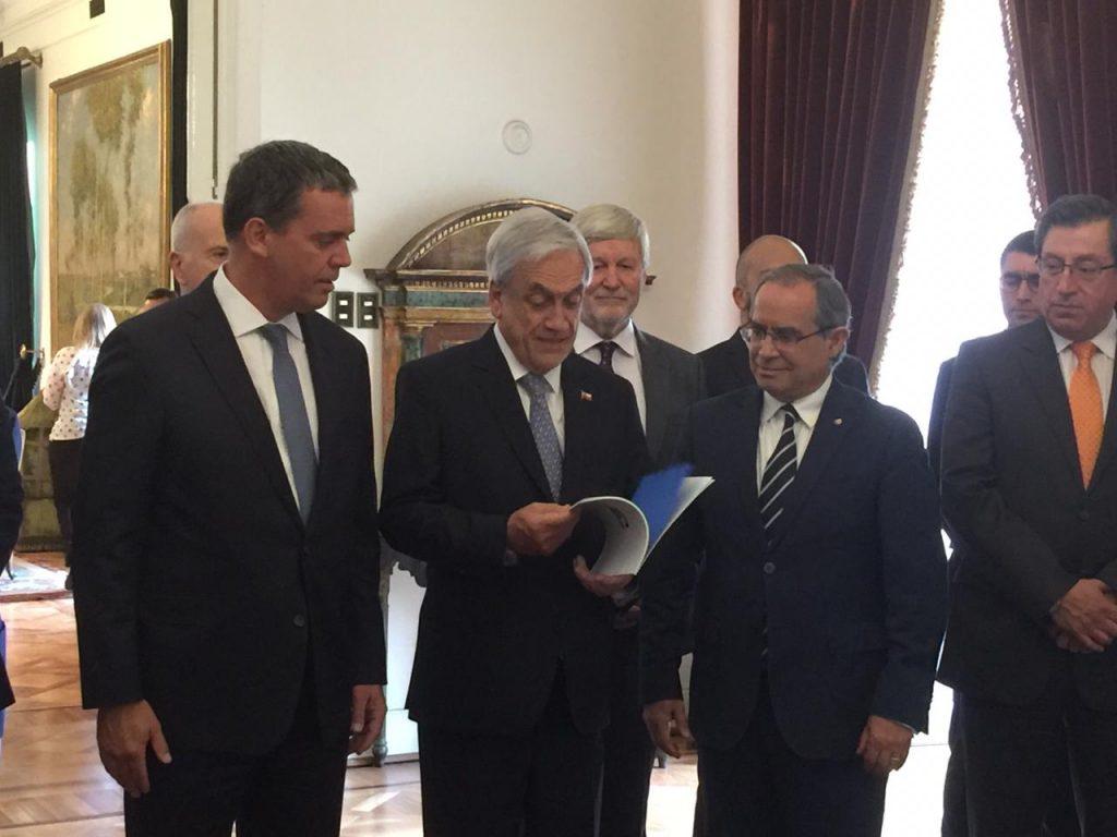 Senadores presentan urgente propuesta de reforma de Carabineros