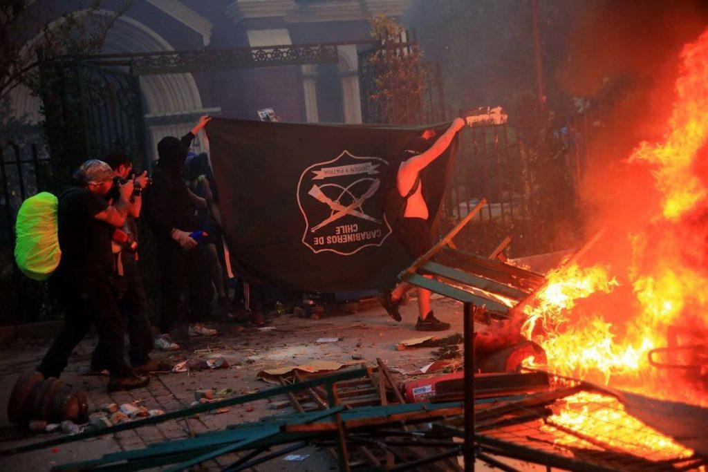 Carabineros detiene a sospechoso de quemar iglesia institucional