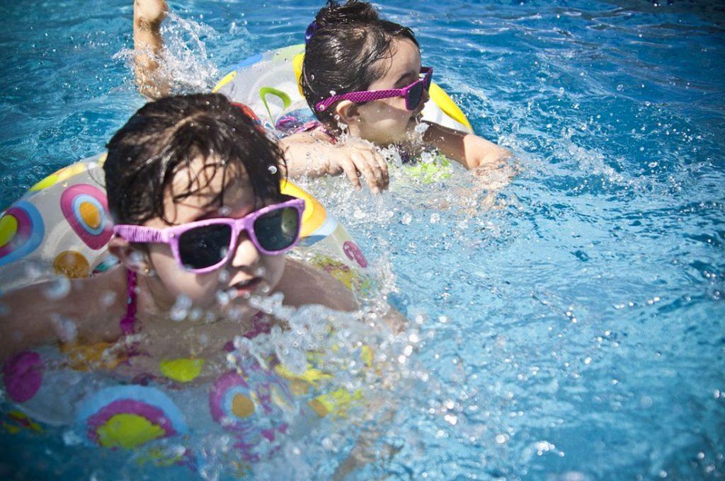 Útiles consejos para el cuidado de los oídos en las piscinas