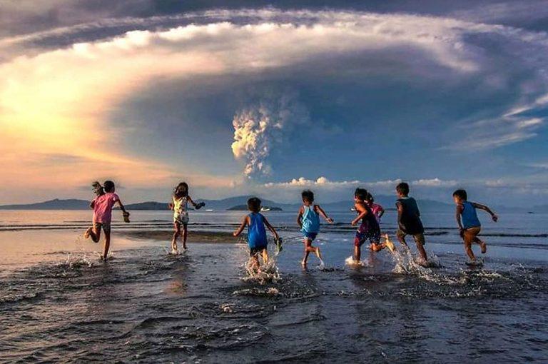 Impresionantes fotos que muestran el poder del volcán Taal en Filipinas