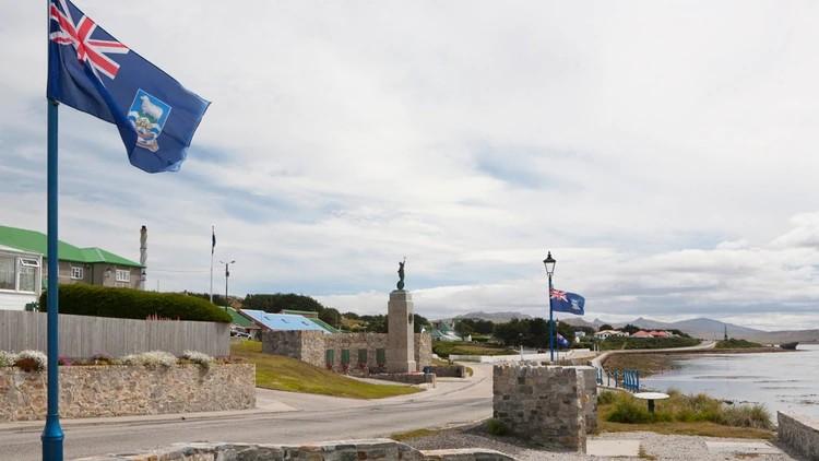Argentina presiona a Uruguay para que impida aterrizaje de aviones británicos