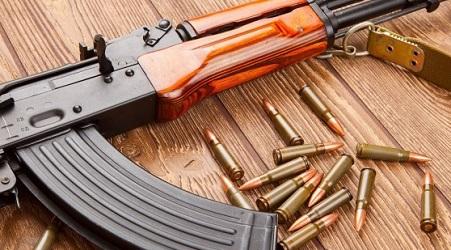 Gobierno busca explicar por qué aún no se querella por el caso del AK-47