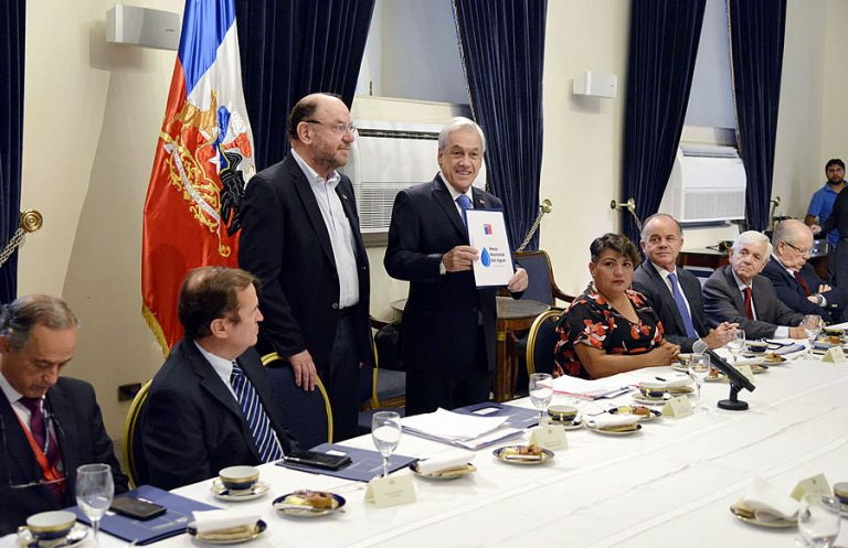 Mesa Nacional del Agua entrega a Piñera primer informe concreto de diagnósticos y soluciones para enfrentar escasez hídrica