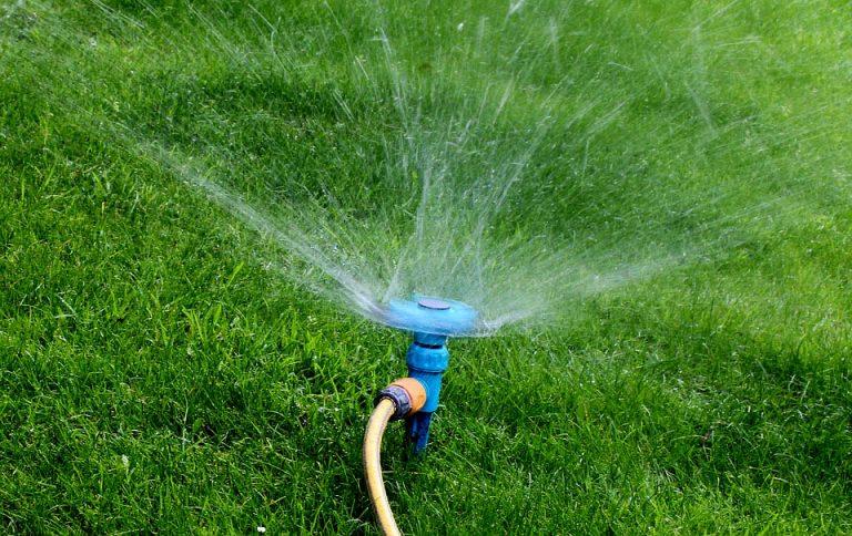Providencia regula riego de áreas verdes para no desperdiciar agua