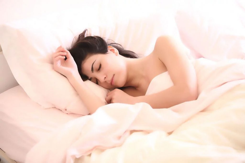 Consejos para combatir las altas temperaturas y poder conciliar el sueño en verano
