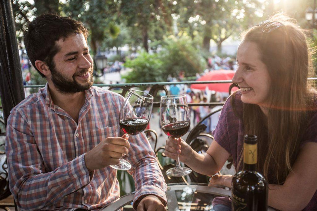 La gran fiesta del vino que invita a vivir el enoturismo en las regiones viñateras de Chile