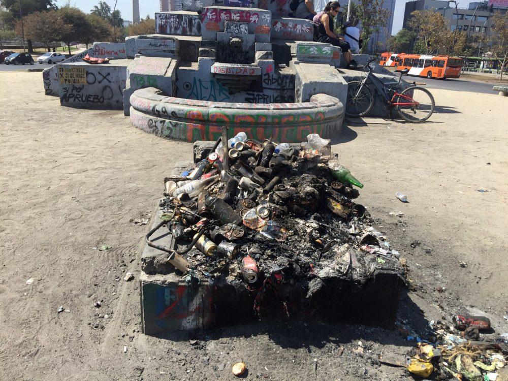 Plaza Baquedano: Tumba del Soldado Desconocido profanada y convertida en  basural | Infogate