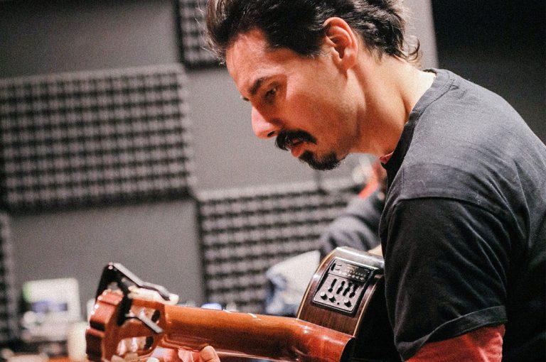 Ismael Oddó tributa a su padre Willy con concierto que incluye inéditas canciones a dúo