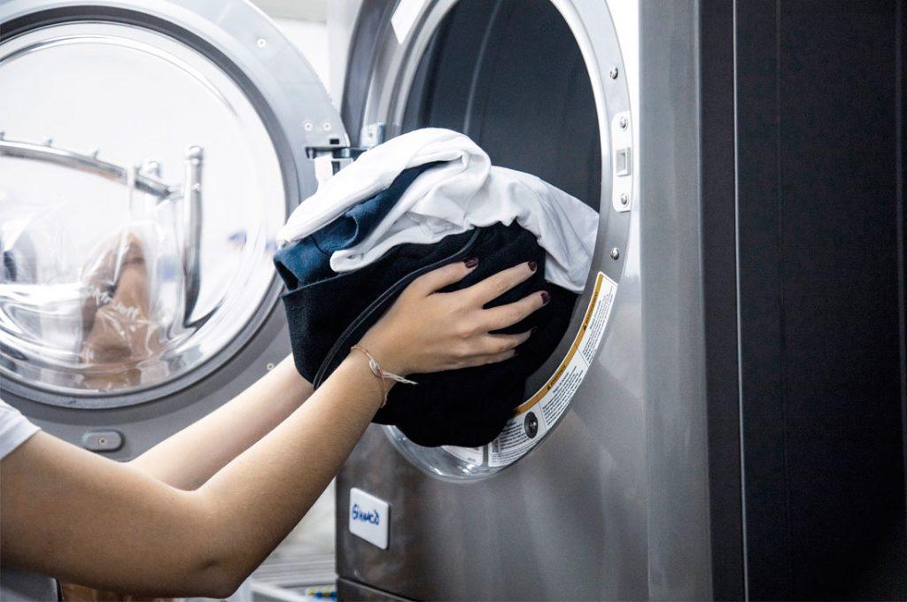 Cinco consejos básicos para desinfectar la ropa y evitar la propagación del COVID-19