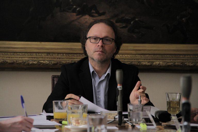 """Senador De Urresti molesto por retiro de ministro Briones en plena sesión: """"Este no es un Senado a la carta"""""""