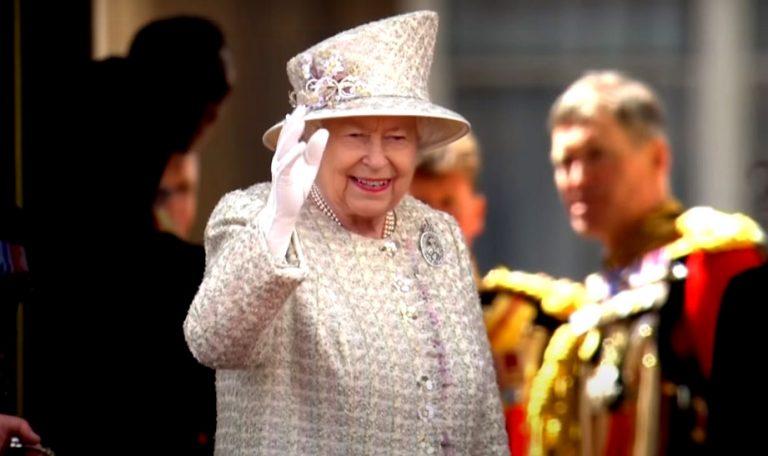Por avance del Coronavirus en el Reino Unido, la Reina Isabel II cancela los festejos por su cumpleaños 94