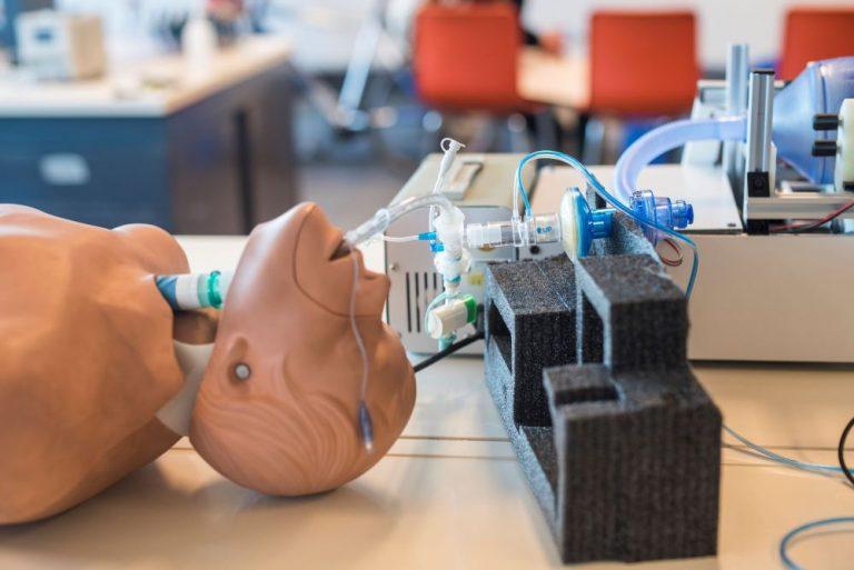 """""""Un respiro para Chile"""" selecciona a 5 modelos de Respiradores Mecánicos ente ellos el de ASMAR y el de ENAER-FAMAE"""