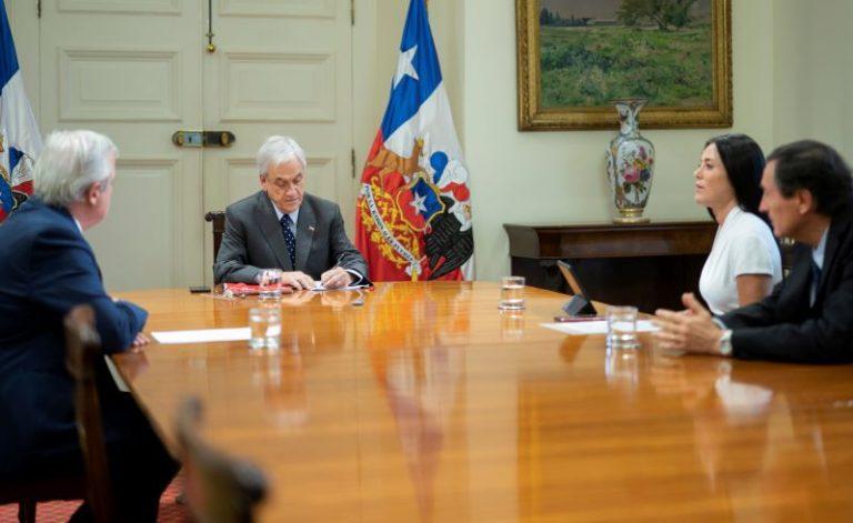 Presidente anuncia postergación por tres meses en el alza de planes de Isapres, tras intensa y apurada negociación