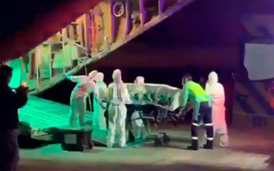 Siguen coletazos por traslado de médico en avión FACH: Minsal abrió sumario y acotó autorizaciones para estos viajes