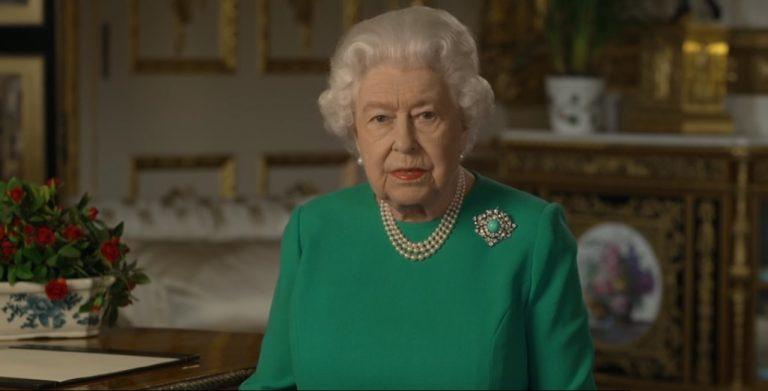 """""""Nos volveremos a ver"""": Isabel II insta a los británicos a mantenerse fuertes y llama a la unidad del mundo para combatir el CORONAVIRUS"""
