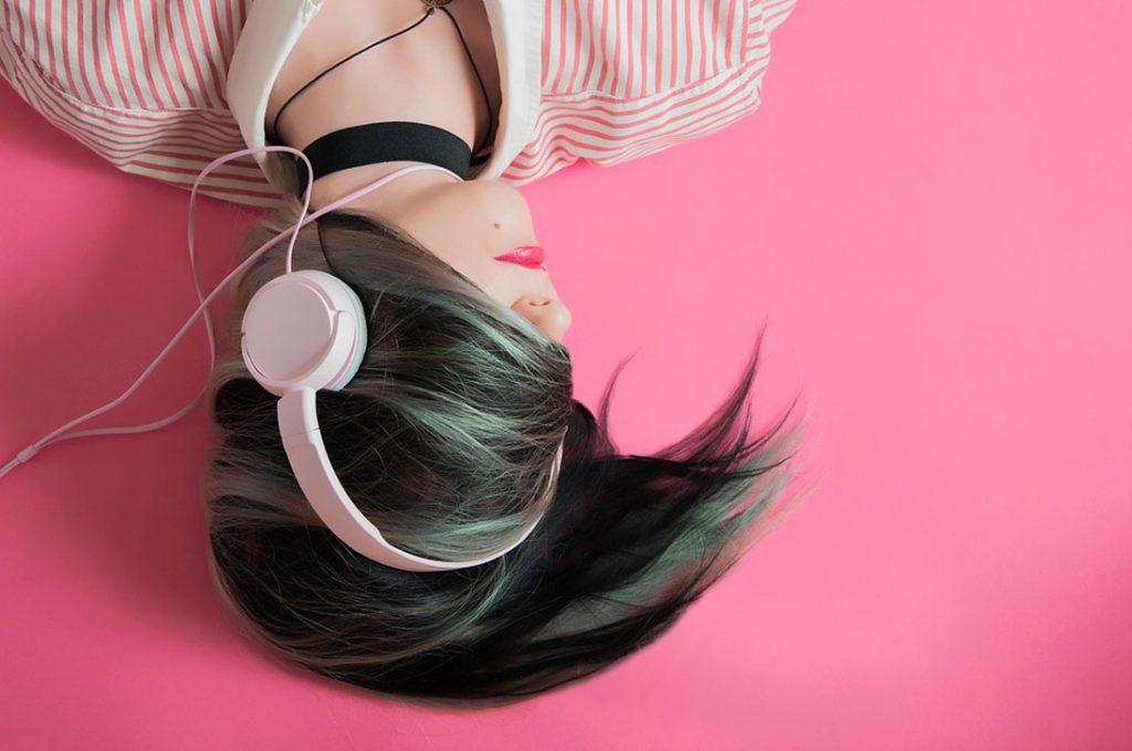 ¿Qué es y cómo puedes escuchar la música 8D con tu cerebro y no con tus oídos?