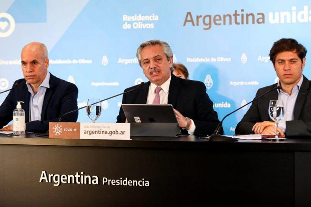 Presidente argentino insiste en comparaciones con Chile y Mañalich lo ningunea