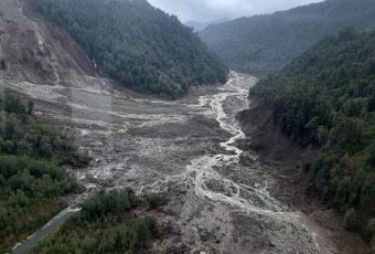 Siguen las labores de búsqueda de desaparecido tras aluvión en Chaitén
