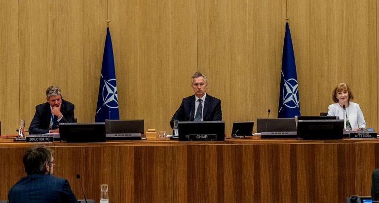 """Mientras EEUU se retira de """"Cielos Abiertos"""" Rusia confirma intención de implementar el Tratado y la OTAN le pide a Moscú respetar el acuerdo"""