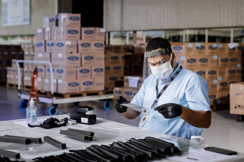Ford entrega el primer lote de 35.000 máscaras para el personal de salud