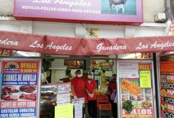 Solidaridad a escala humana: Fundación Santiago Nuestro hace entrega de vales para locales del Barrio Centenario