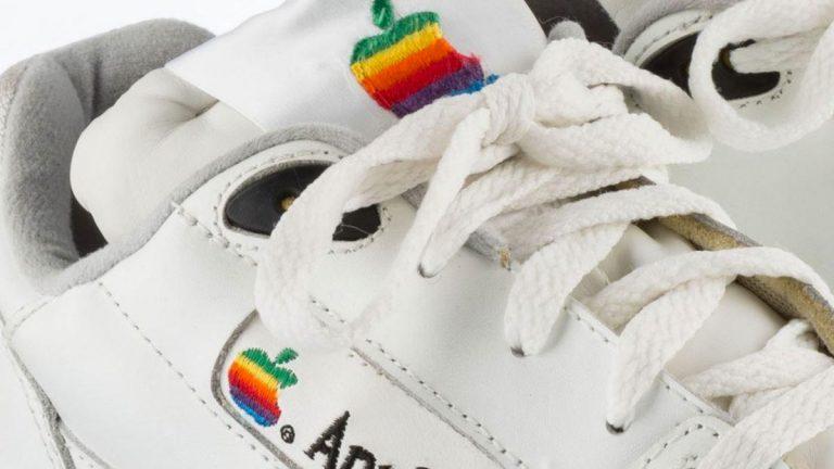 Zapatillas Apple fueron vendidas por casi U$10000 dólares