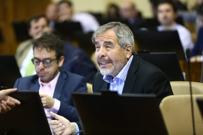 Diputado Ascencio pide que Fiscalía investigue funerales de Bernardino Piñera por contravenir protocolo