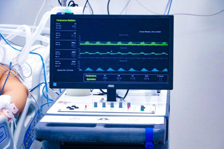 """Prototipo de ventilador mecánico """"made in Chile"""" empieza pruebas clínicas en pacientes humanos"""