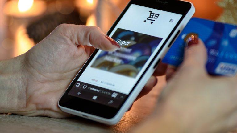 Sernac fiscalizará empresas del retail que presentan más reclamos por comercio electrónico