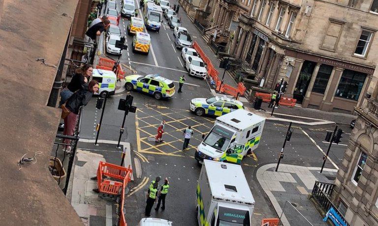 Glasgow: Mueren apuñaladas 3 personas y presunto autor  fue abatido por la policía