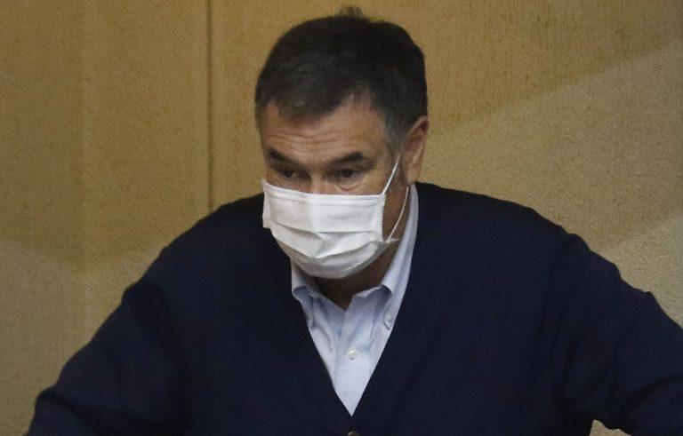 """Senador Ossandón vuelve a dar positivo para COVID y síntomas son """"más complejos"""""""