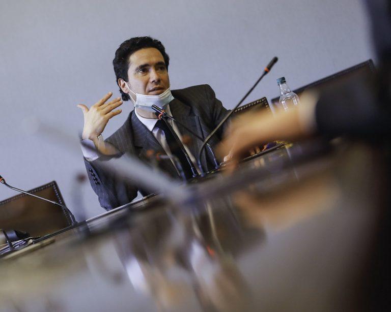 """Briones insiste en demonizar idea del 10% y ahora pide hablar del """"proyecto del 44%"""""""