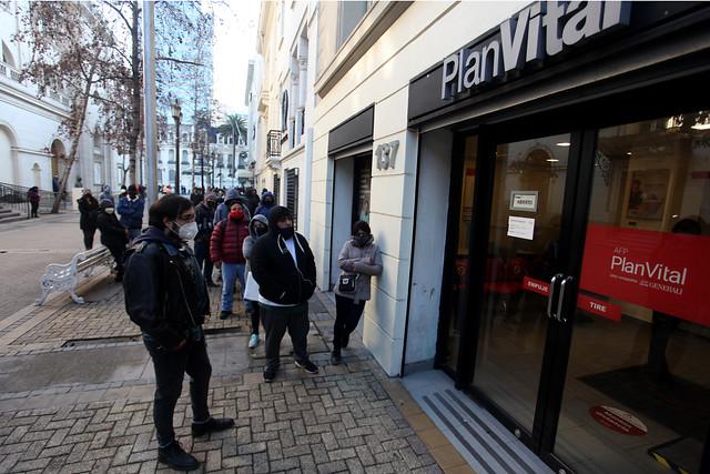 CMF pide a la banca reforzar canales de atención para enfrentar masivo retiro del 10%