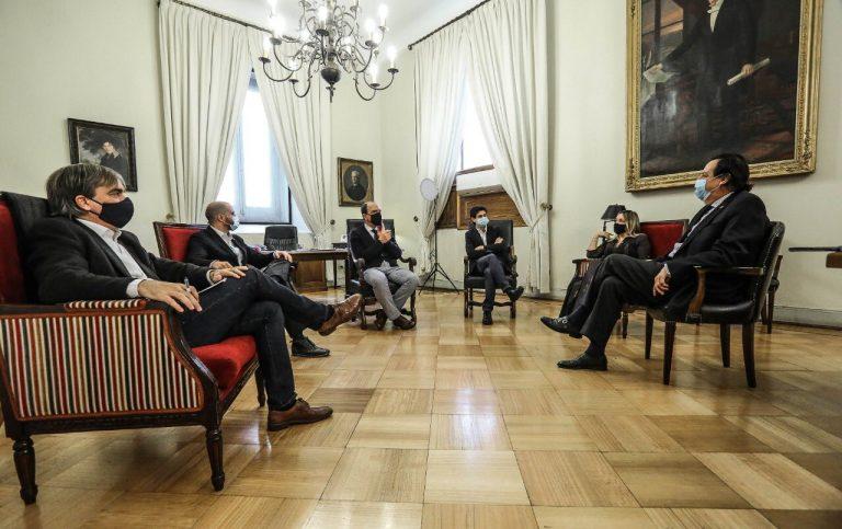 """Diputado Cruz-Coke dice que """"el Gobierno no saca nada si gobierna solo con sus partidarios"""", después de reunirse con ministros del comité político"""